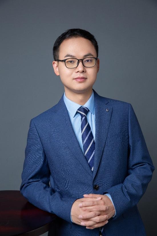近一年股基冠军郑泽鸿择能源革新之机展核心制造鸿图