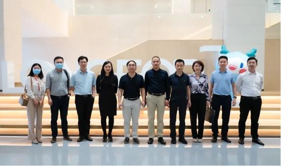 东方雨虹高管团队参观龙湖集团智慧总部